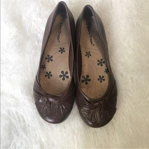 Bare Traps brown flats. Size 6.5